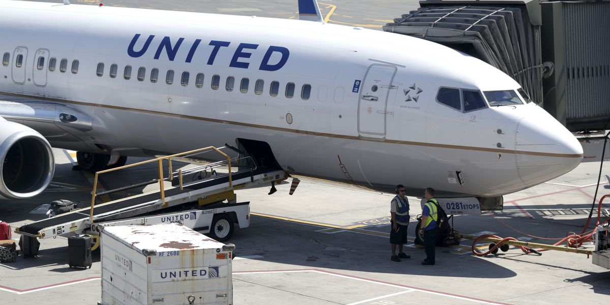 United tells pilots no alcohol for 12 hours before flights
