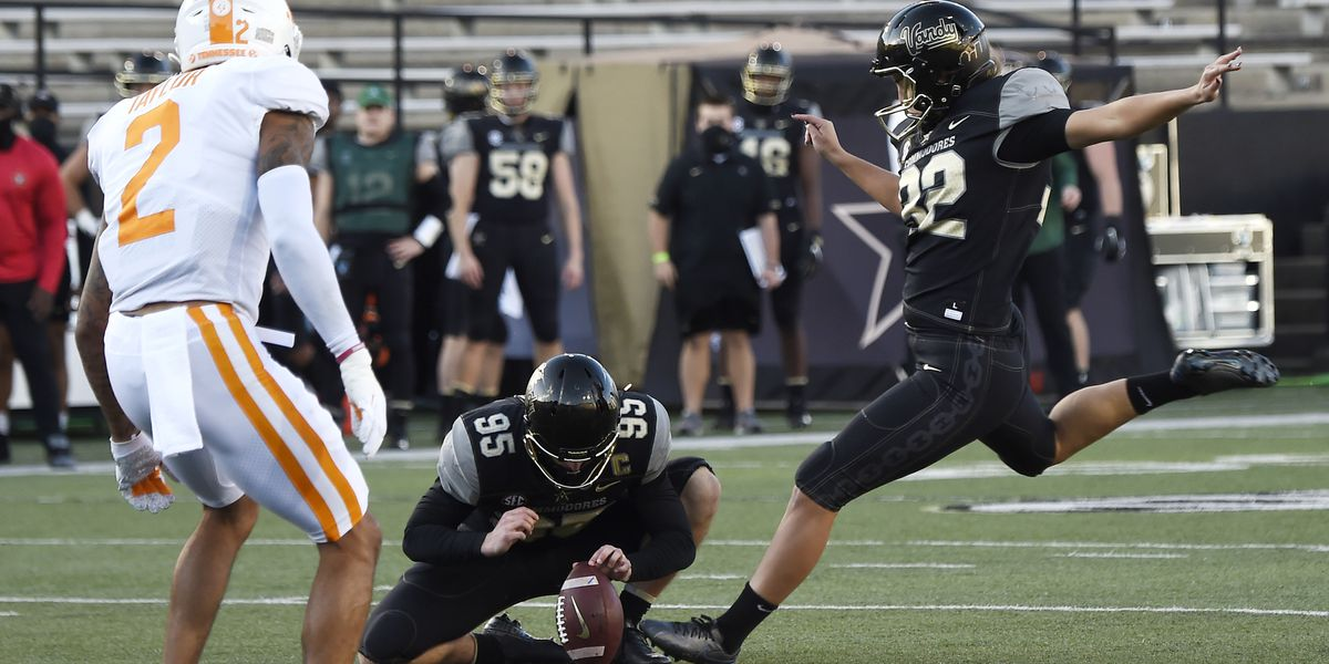 Sarah Fuller becomes 1st woman to score in Power 5 football game