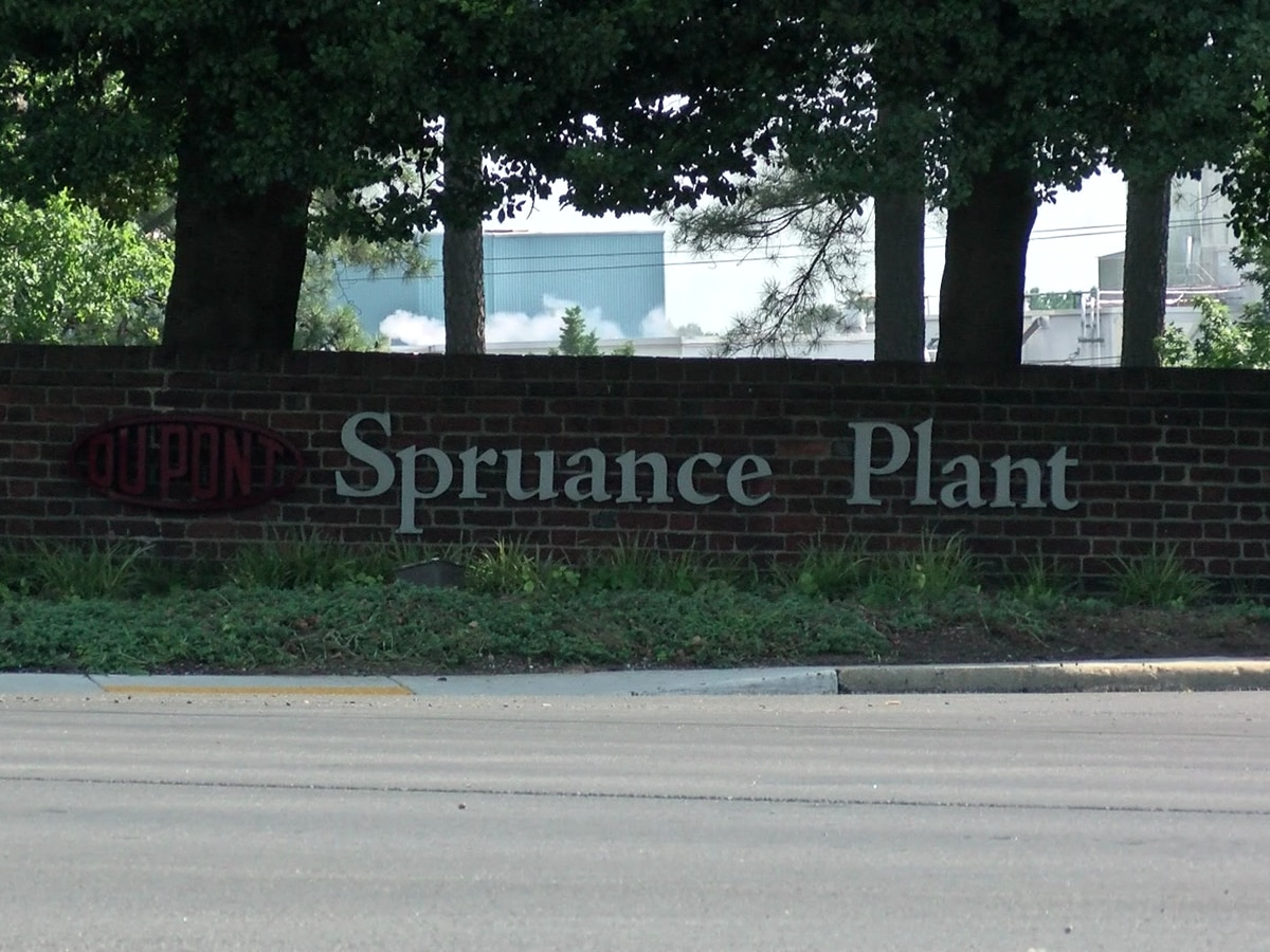 DuPont employee dies of COVID-19, 4 others test positive