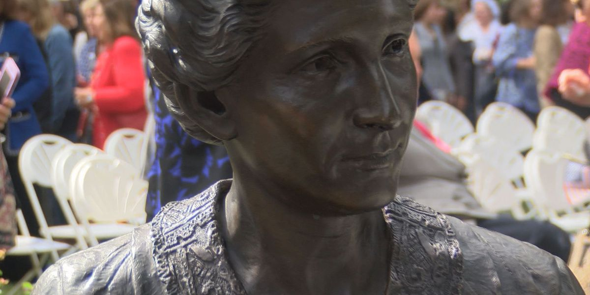 Viriginia Women's Monument unveiled, makes history