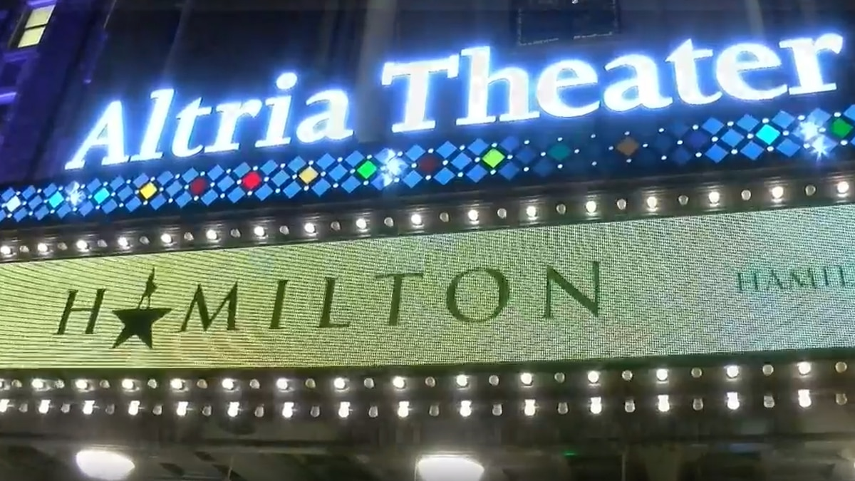 Fans pack Altria Theater for opening night of 'Hamilton'