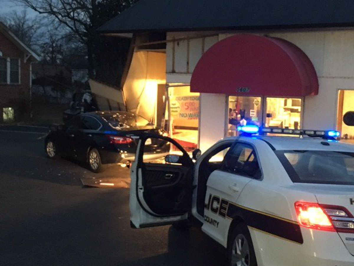 Henrico pizza shop reopens after car crashes into building